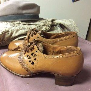 Vintage 1940 Newsy School Career Walking Shoe 5-6